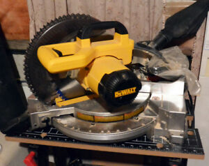 """Dewalt DW713 10"""" Mitre saw with extra blades (Still Available)"""
