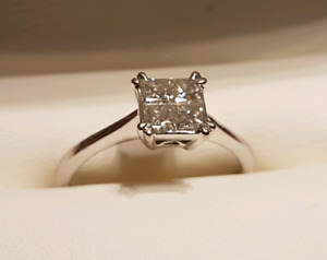 18k White Gold, 4 Princess Cut Diamonds in an invisible setting