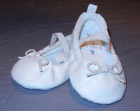 BRAND NEW: Cream Sparkly Infant Ballet Flats Size 3 (6-9M)