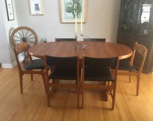 """TEAK """"MidCentury"""" Table & Teak chairs"""