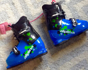 Alpina AJ2 Ski Boots Size 200 or US size 1 Brand New Never Used.