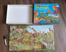 VICTORY VINTAGE 1930s LARGE WOODEN JUNGLE JIGSAW PUZZLE WITH 12 CUT OU