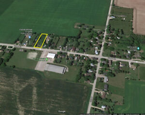 1/2 ACRE COUNTRY LOT. GARAGE. MULMUR TOWNSHIP. PRICED TO SELL.