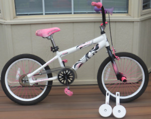"18"" Avigo Bike Girls Too Hot Freestyle"