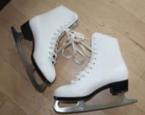 CCM skates, womens size 4, very good condition