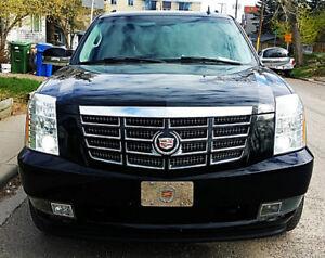 2011 Cadillac Escalade V8 6.2L Fully Loaded AWD MINT!!