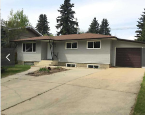 Completely renovated 5 bedr home in beautiful Grandin StAlb.
