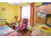 Sunny cosy room, 2nd zone , tube 5'walk, Black Line