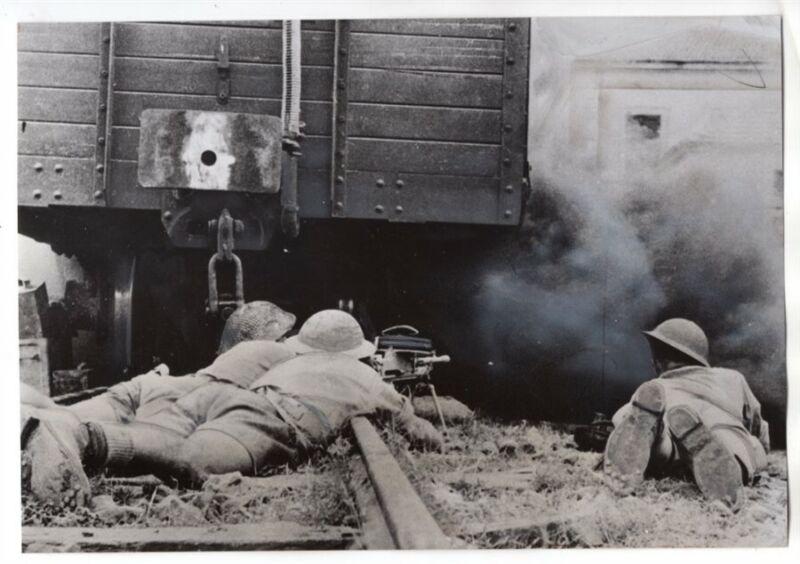 1943 British Machine Gun Team at Rail Center in Sicily Original News Photo