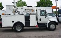 2007 International 4300 14 ft service box with bucket
