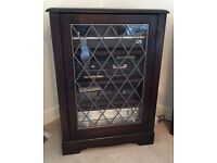 """""""PRIORY"""" QUALITY SOLID WOOD DARK OAK CABINET. 4 shelves leaded glass door and hinged top."""