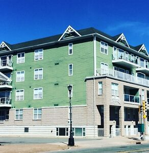 2 Bed DT Dartmouth, 3min walk to Ferry, 16' Ceilings, Top Floor