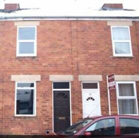 2 Double-Bed Mid Terrace House, Private South-Facing Courtyard, 2 min Walk to Grantham High St