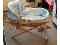 Moses basket with stand and 5 sheets