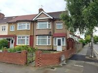 3 bedroom house in Ashurst Drive, Iflord, IG2