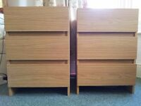 A set of 2 chests of drawers