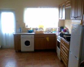 Double Bedroom Available in Clean & Quiet Home