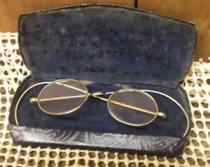 Vintage eye-glasses with case