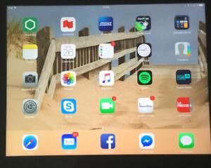 3 tablettes électroniques diverses