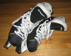 Patins / CCM Hockey Skates Mens 7 West Island Greater Montréal image 1
