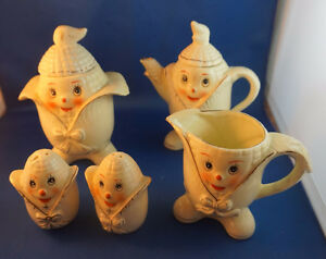 4u2c VINTAGE CREAM, SUGAR, SMALL TEA POT SALT AND PEPPER