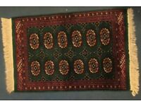 Small, clean, green & red rug with tassels
