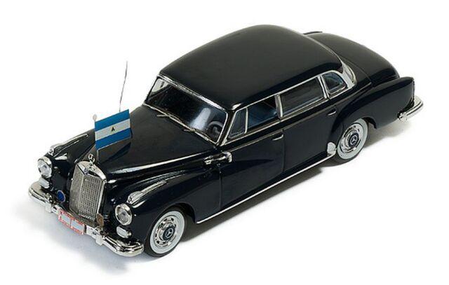"IXO 1/43: CLC187 Mercedes-Benz 300D Lim. (1957) ""Präsident Somoza von Nicaragua"""