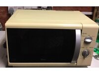 New (unboxed) Swan microwave oven (cream)
