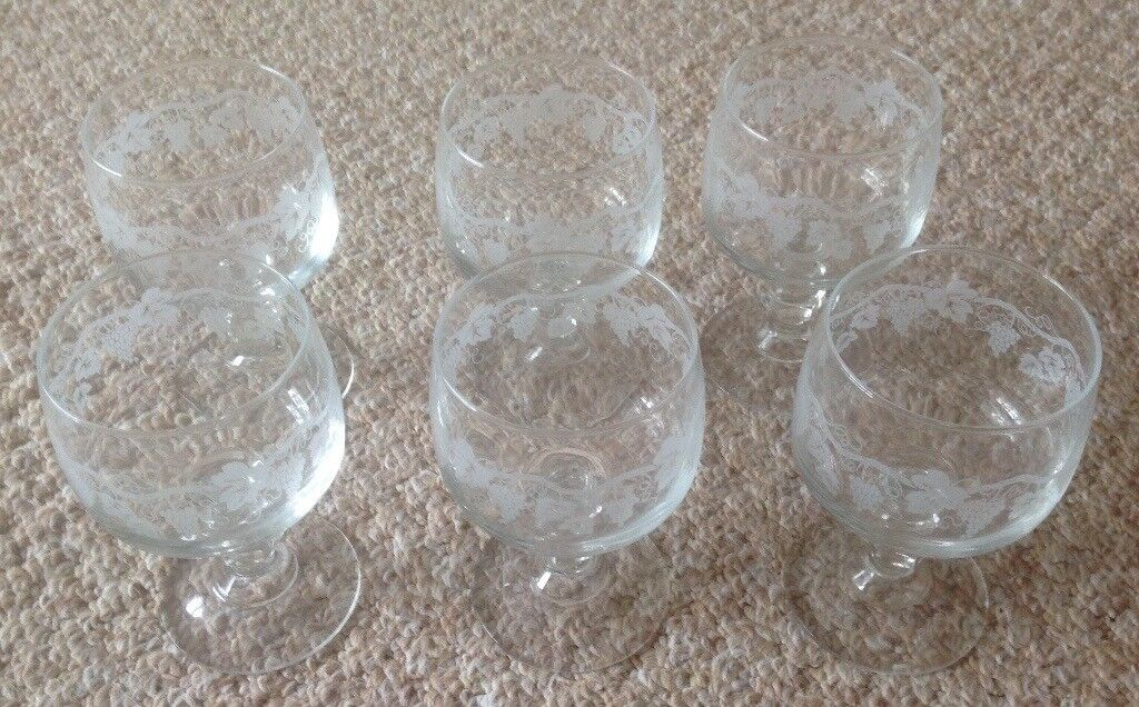 CRYSTAL AND GLASSWARE GLASSES AND BOWLS
