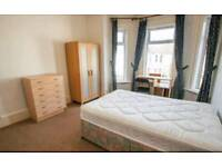 Double bedroom to rent in friendly student house