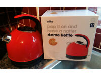 KETTLE, DOME KETTLE, WILKO, RED, BEAUTIFUL, ABSOLUTELY NO SCALE, USED ONLY ONCE, AS NEW