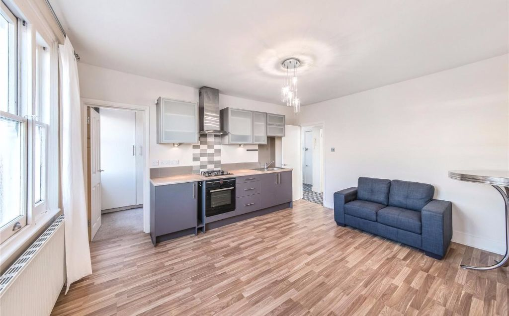 Stunning Two Bedroom flat to rent in Ealing Common/Ealing Broadway - Available Now - Furnished
