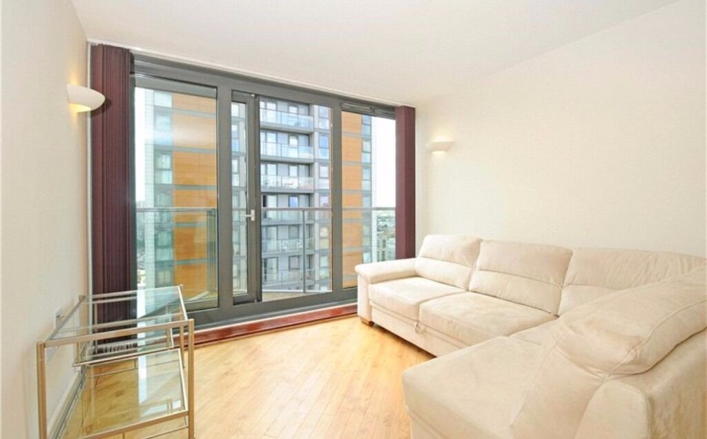 20th floor one bedroom flat in Elektron Tower, E14, with parking, electric, heating, water included