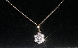 """9ct Yellow Gold Diamond Cluster Necklace 19"""" 375 9k"""