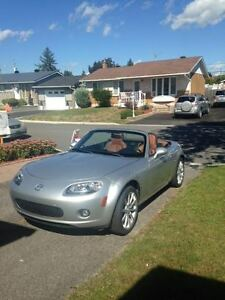 2006 Mazda MX-5 Miata Tan Convertible