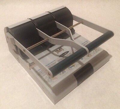 Swingline 160 Sheet Heavy Duty High Capacity Hole Punch With Spare Punch Discs 160 Sheet High Capacity Punch