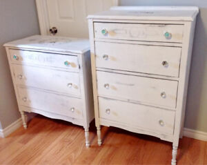 Ensemble de 2 commodes antiques.
