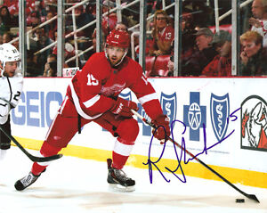 RILEY SHEAHAN DETROIT RED WINGS AUTOGRAPHED SIGNED 8X10 PHOTO