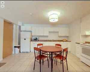 2017 Summer 4-month 350 Lester*spacious/3-5 mins walking to UW*