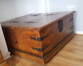 Solid oak storage chest/Trunk coffee table, used for sale  Wavertree, Merseyside
