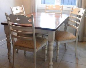 Table 4 chaises champ tre salle manger cuisine dans for Meubles salle a manger kijiji