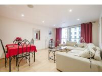 Larger then normal 2 bed 2 bath with walk in wardrobe - St georges wharf