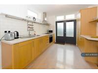 1 bedroom flat in Larden Road, London, W3 (1 bed)