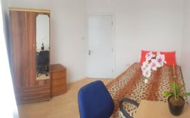 In Small House Available Double Room, zone 4, Edmonton Green Station
