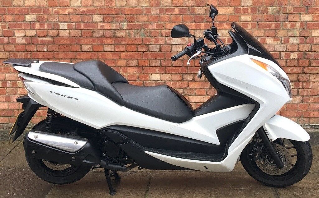 Honda Forza 300cc, Excellent condition, Low Mileage - ONLY 3070 on the cl