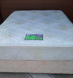 Queen ensemble bed with Sealy mattress,  delivery available Daisy Hill Logan Area Preview