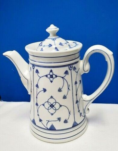 Reinecke china Strawflower REK1 Coffee Pot with lid 7 cup