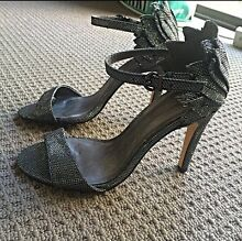 Gorgeous heels size 6 Southport Gold Coast City Preview