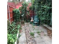 MILE END/STEPNEY GREEN, E1, BRILLIANT 3 BEDROOM HOUSE WITH LOUNGE AND GARDEN