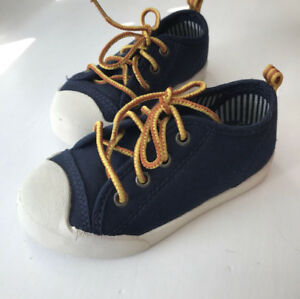 SIZE 9 TODDLER RUNNERS BOY